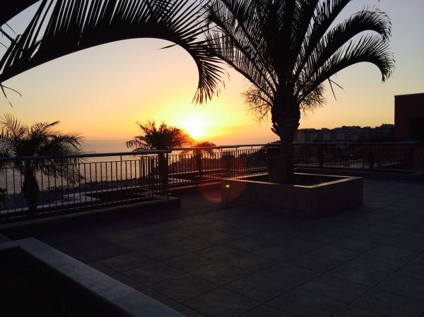 Aurinko laskee Gomeran saaren taakse