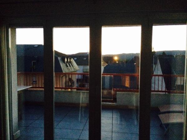 Päivät pitenevät. Iltaisin on vielä hieman valoa työpävän jälkeen.