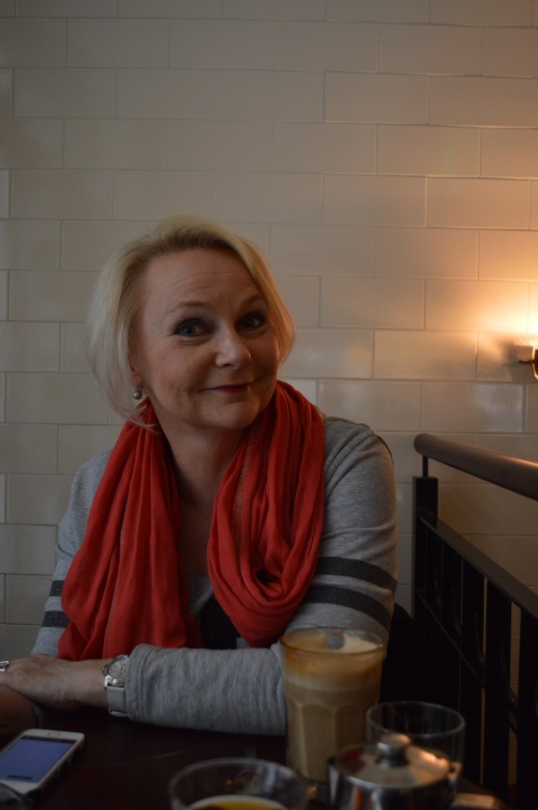 Blogiemäntä viihtyy Helsingin kahviloissa :-)